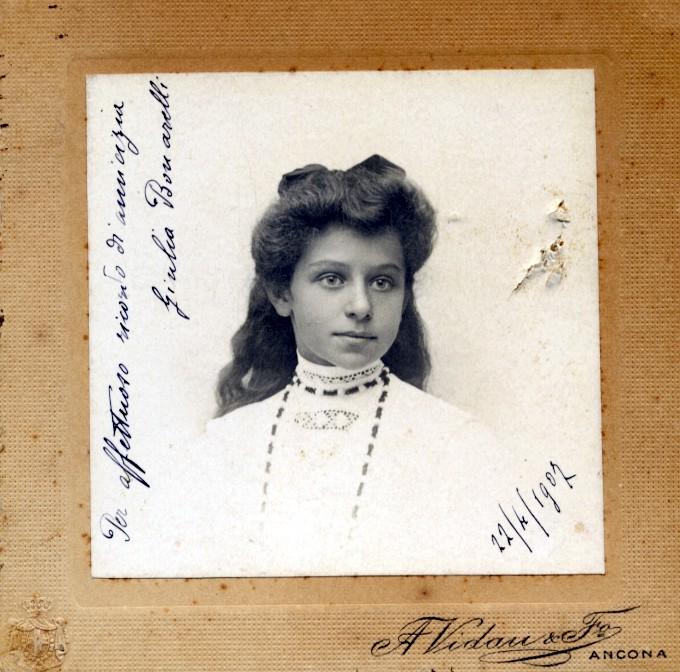 LE IMMAGINI DI UNA VITA 22 aprile 1907 Giulia negli anni del liceo