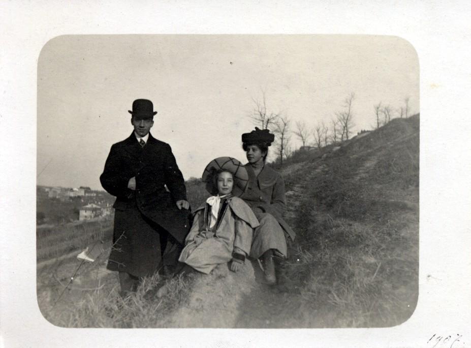 LA FAMIGLIA DI GIULIA BONARELLI -  I GENITORI  Giuseppina Boldrini (1864-1957).  Nobile di Fano, era imparentata con la famiglia Pulini di Ancona. Era figlia di un ardente garibaldino.
